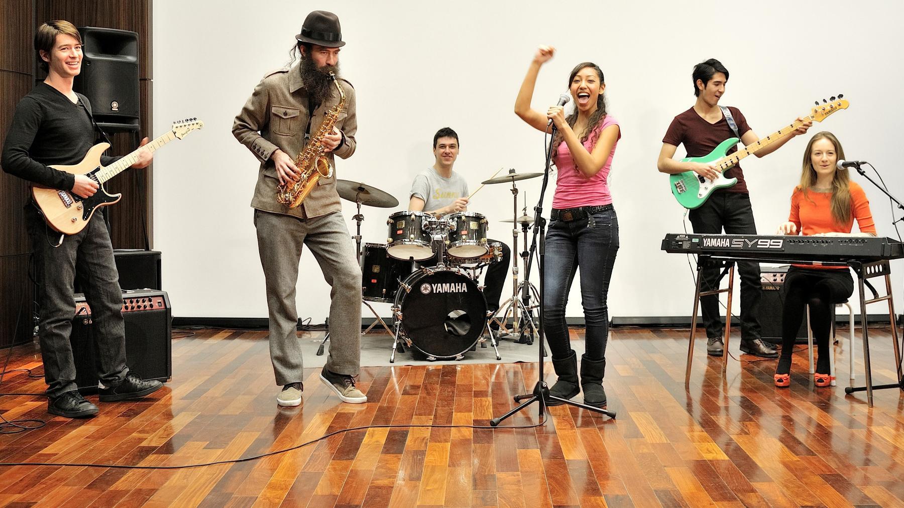 Popular Music Course (Szkoła Muzyki Rozrywkowej YAMAHA)